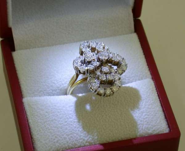 Schöner blütenförmiger Ring 750 Gold mit Brillanten 2,62 Karat Gr. 56